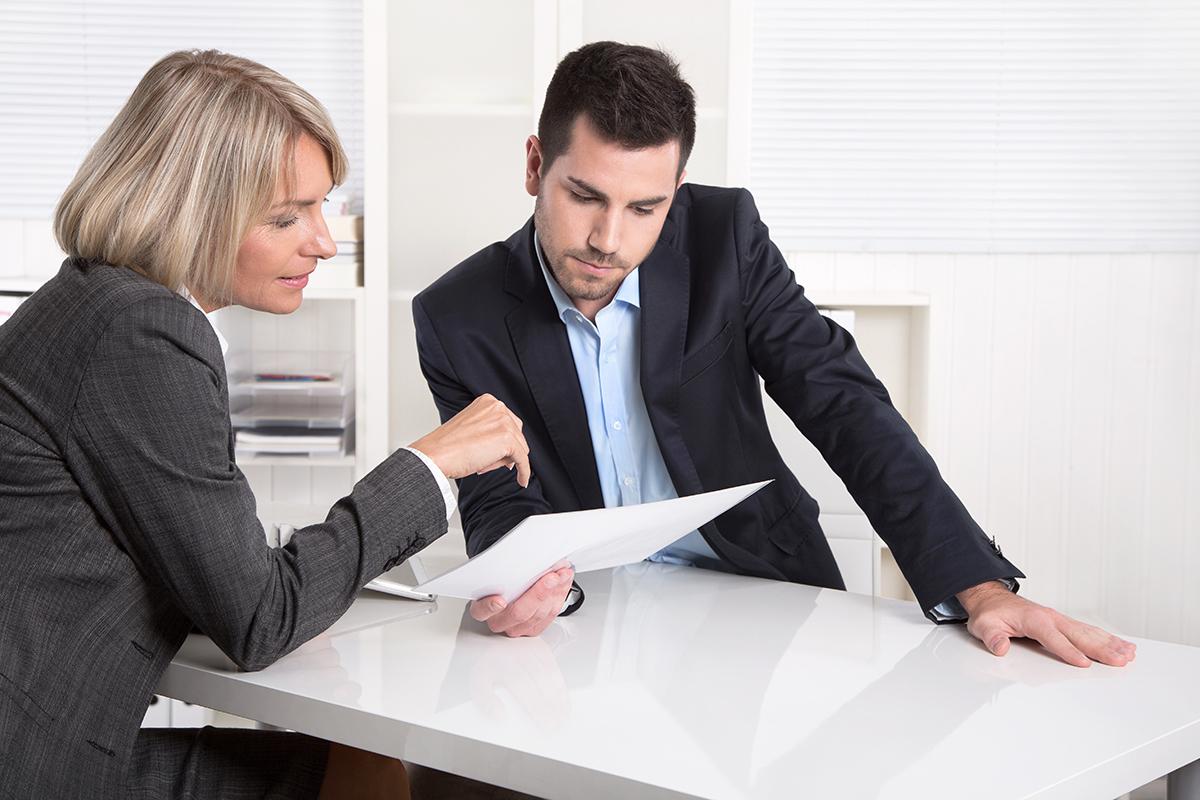 Erfolgreiches Business Team im Bro: Mann und Frau